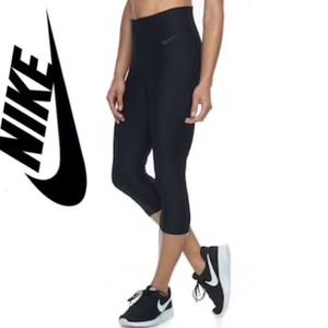 NWT/Nike Power Training Capri Leggings